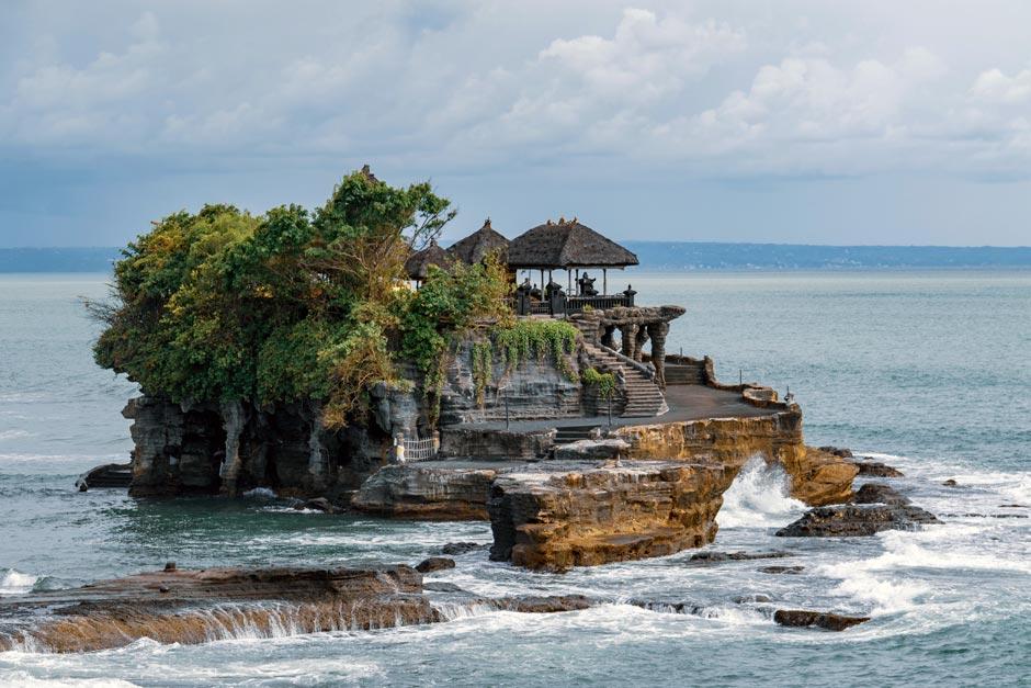 Paket Tur Menikmati Sunset di Pura Tanah Lot | Balitipin.com