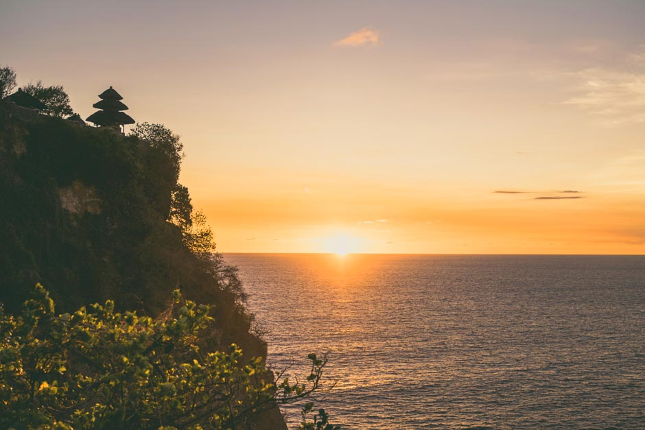 Paket Tur Pura Tanah Lot dan Sunset di Pura Uluwatu | Balitipin.com
