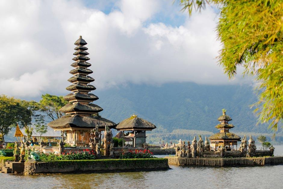 Paket Tur Pura Ulun Danu Beratan Sunset Tanah Lot | Balitripin.com