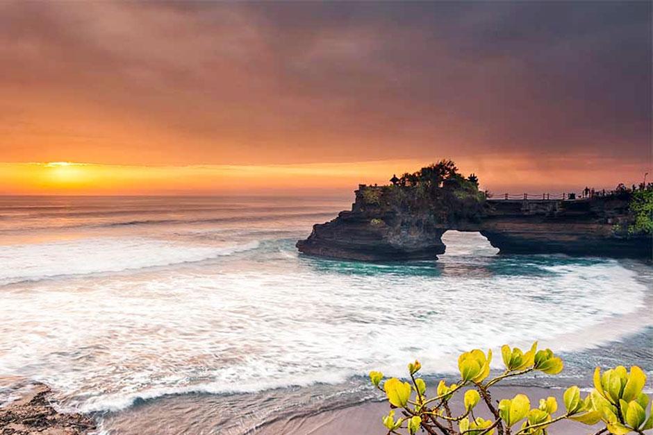 Paket Tur Menikmati Sunset di Pura Tanah Lot | Balitripin.com